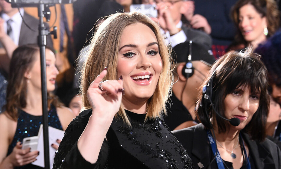 HÅRETE HEMMELIGHET: Adele Adkins barberer bare leggene når hun er på turné - i frykt for at publikum skal legge merke til håret. Foto: NTB Scanpix