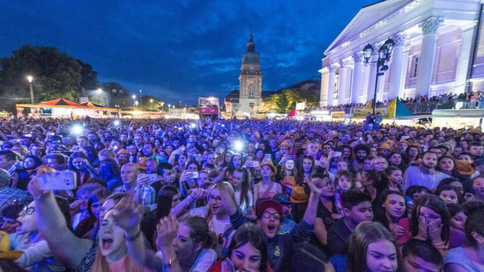 TRE ARRESTERT: Politiet har arrestert tre menn, etter at 26 kvinner har anmeldt seksuelle overgrep under en musikkfestival i den tyske byen Darmstadt. Foto: Boris Roessler/AFP/dpa