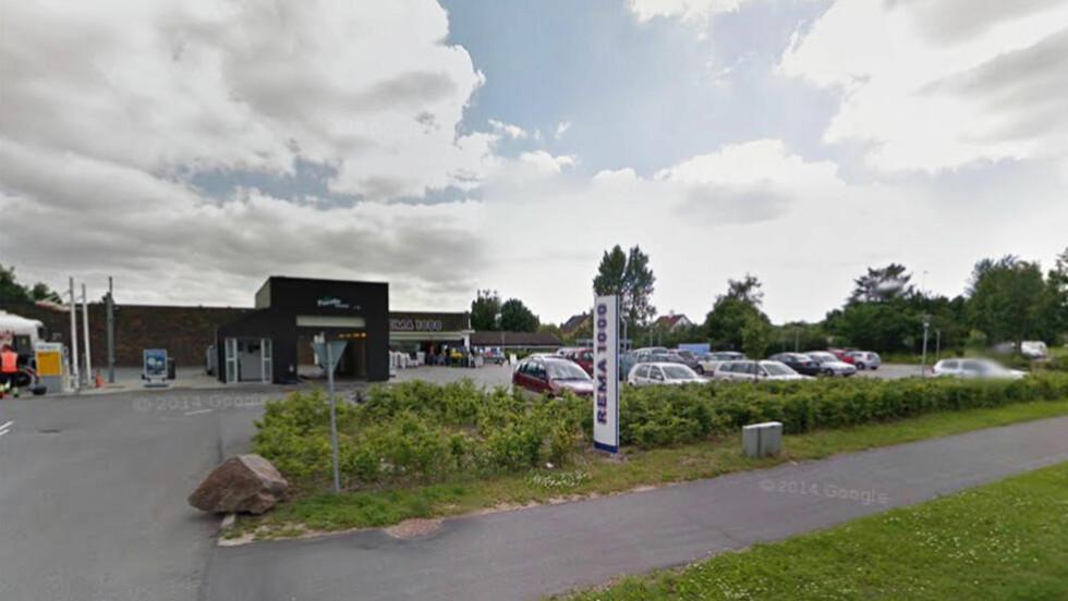 SINNA: En sint kunde resulterte i en sint kjøpmann i Rema 1000-butikken i Hillerød i Danmark. FOTO: GOOGLE STREETVIEW