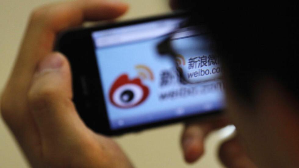 HYLLER PARTIET: Mikrobloggingstjenesten Sina Weibo er en slags blanding av twitter og facebook, og er blant de mest populære sosiale mediene i Kina. Forskere ved Harvard har analysert en rekke meldinger publisert på blant annet denne nettsiden for å kartlegge omfanget av og strategien bak en enorm propagandaoperasjon som gjennomføres av kinesiske statsansatte. Foto: REUTERS/Carlos Barria