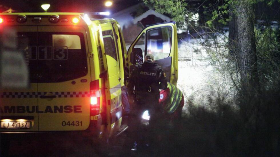 ET VANLIG SYN: Politi og ambulanse må stadig rykke ut etter slagsmål. Bryt inn! Våg å bry deg, skriver artikkelforfatteren. Foto: Peder Gjersøe / NTB Scanpix