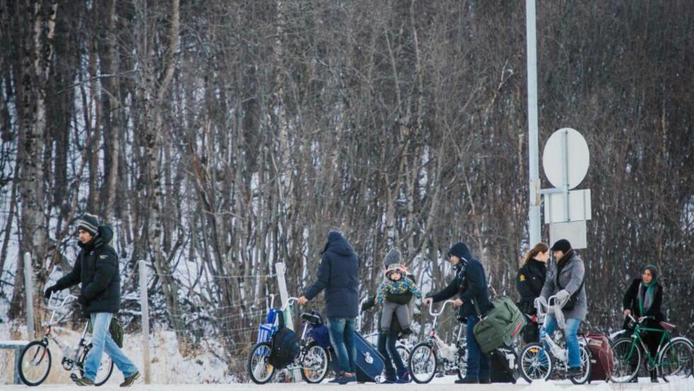 ARCTIC: Flyktninger krysset grensen fra Russland på sykkel i vinter. Foto:  Jonathan Nackstrand / AFP / NTB Scanpix