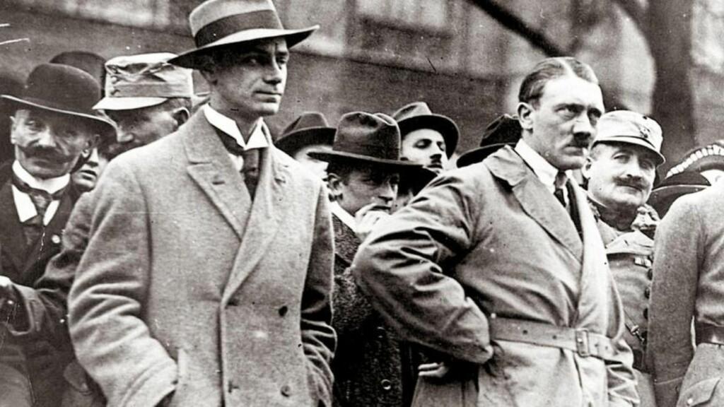 SJEFSIDEOLOG: Alfred Rosenberg (til venstre), sammen med Adolf Hitler.