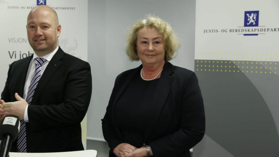 FØRSTE KVINNE: Justis- og beredskapsminister Anders Anundsen presenterte i dag Toril Marie Øie som ny høyesterettsjustitiarius. Foto: Gorm Kallestad / NTB scanpix
