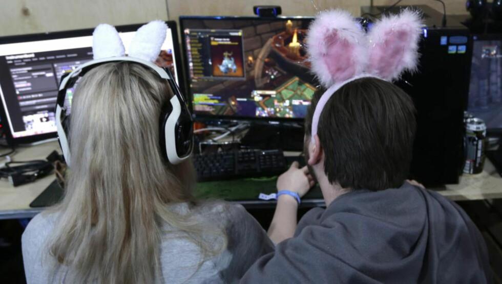 ALLE SPILLER: Gjennomsnittsalderen er 31 år, og 48 prosent av alle som spiller er kvinner. Her fra The Gathering 2015 på Hamar. Foto: Vidar Ruud / NTB Scanpix