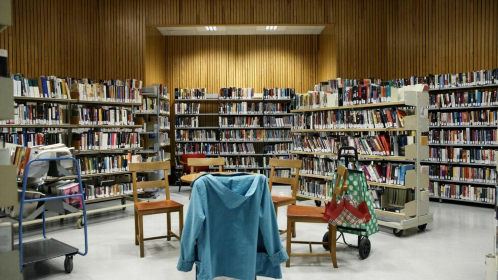 SOSIAL MØTEPLASS: «I dag vil det alltid finnes mer kunnskap på Google enn i ei bibliotekhylle. Men bibliotekene har ikke utspilt sin rolle», skriver kronikkforfatteren. Her fra Deichmanske bibliotek i Oslo. Foto: Berit Roald / NTB Scanpix