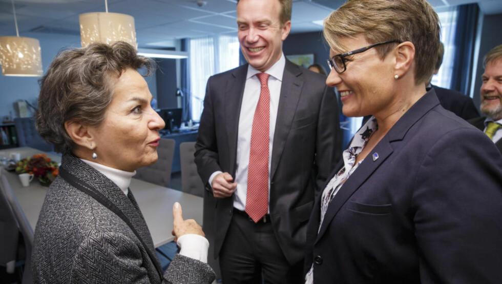 FNs KLIMASJEF: Klima- og miljøminister Tine Sundtoft og utenriksminister Børge Brende møtte FNs miljøsjef Christiana Figueres i Oslo for to uker siden. I slutten av måneden møtes de igjen i Paris. Foto: Heiko Junge / NTB scanpix.