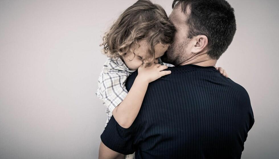 HYSTERI: Meldinger som «Barneombudet er meget bekymret, da barnet nå bor hos far» bidrar til hysteri, mener kronikkforfatteren. Foto: Shutterstock / NTB Scanpix