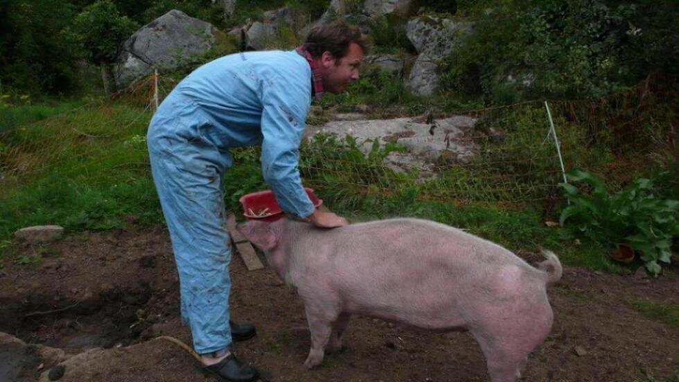 MORAL:  Å velge en vegansk livsstil, uten kjøtt, melk, ost, smågodt, ull og skinn, er fullt mulig. At det er mer moralsk høyverdig er jeg uenig i, mener Viestad. Her på gården Viestad i 2010.