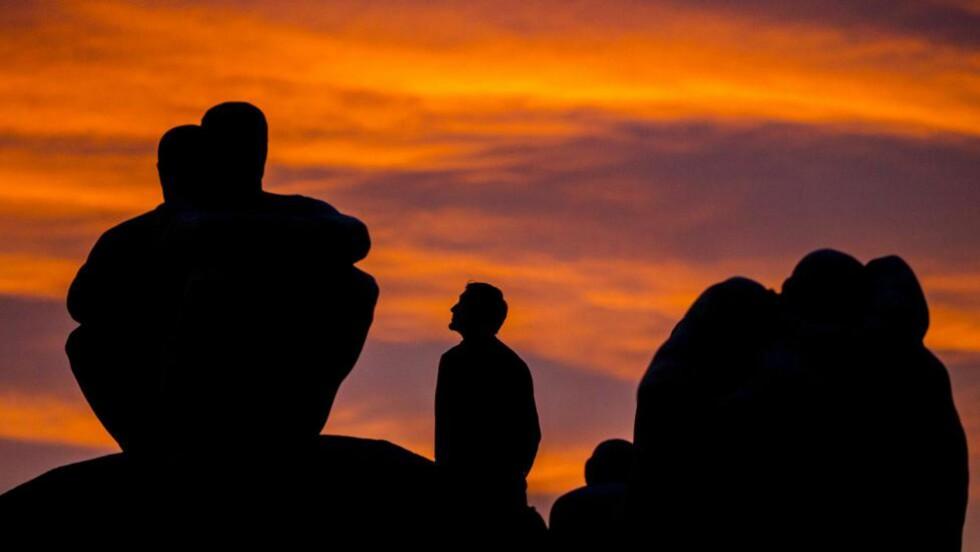ET GODT ARBEID: Etter at turistene har vært i Geirangerfjorden, på Prekestolen og Jostedalsbreen går turen til Munch-museet, Vigelandsparken eller for å se Kittelsens tolkninger av troll. Det er kunst som forteller hvem nordmenn er, hva vi ønsket å være og hvordan ting kunne ha blitt. Det er kunsten vi søker når vi skal minnes, forstå, og samles, skriver kronikkforfatteren og etterlyser annerkjennelse fra det norske samfunnet om kunst som lønnet arbeid. Foto fra Vigelandsparken: Grøtt, Vegard Wivestad/NTB scanpix