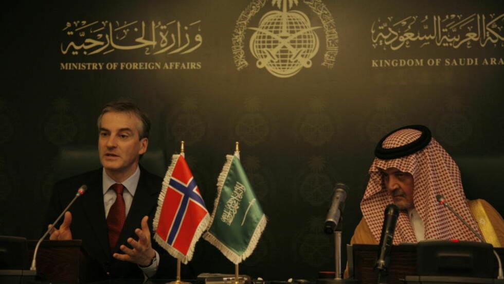 Saudi-Arabia, 20080428:  Utenriksminister Jonas Gahr Støre i Saudi-Arabia.  Her på pressekonferanse med utenriksminister prins Saul al Faisal.  Foto:  Jacques Hvistendahl/Dagbladet