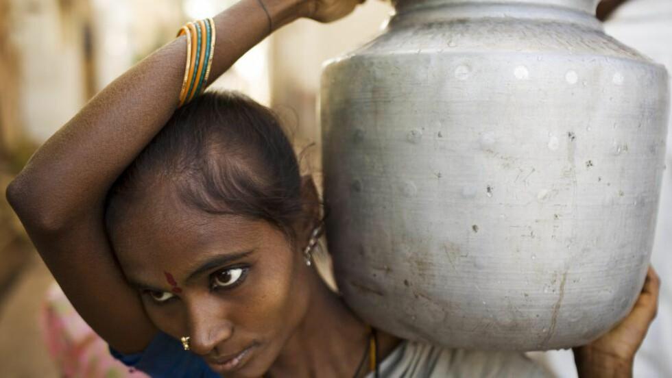 URETTFERDIG FORDELING: Kvinner bruker i snitt 2,5 ganger mer tid enn menn på ulønnet hus- og omsorgsarbeid, skriver Gro Lindstad.Foto: Mikkel Østergaard / Samfoto / NTB Scanpix
