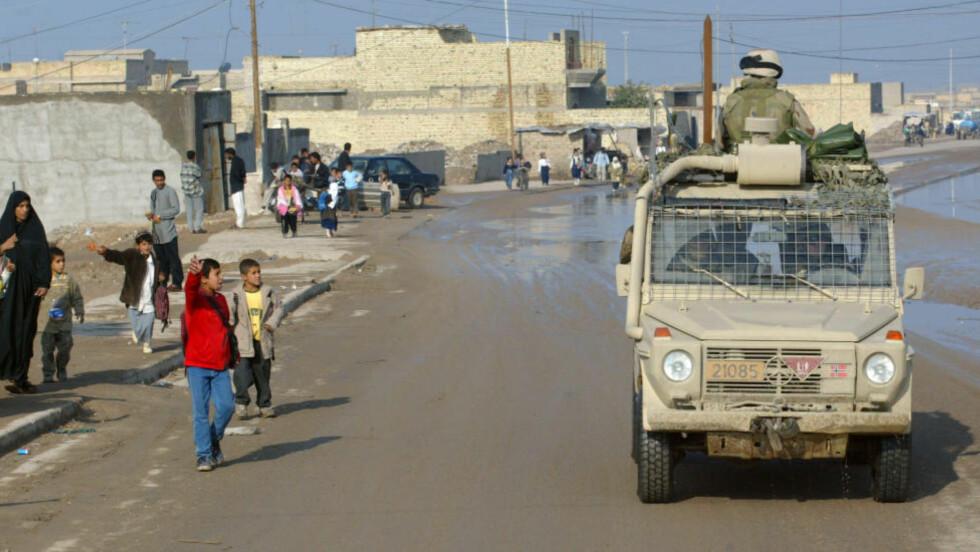MER ÅPENHET:  - Når regjeringen svarer dårlig på spørsmål fra kritikere om de norske styrkene og vi ser situasjonen på bakken, er tiden inne for å forlange større åpenhet rundt bidraget til irakiske styrker, skriver kronikkforfatteren. Foto: NTB scanpix