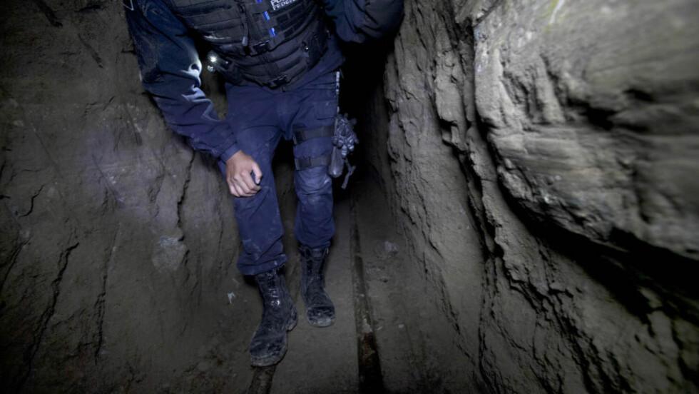 DYPE PROBLEMER: At narkobaronen Joaquin «El Chapo» Guzman kunne undergrave Altiplano-fengselet med en rømningstunnel opp i cella, skyldes hans møysommelige arbeid med å undergrave selve det meksikanske fengselsvesenet. Foto: Marco Ugarte / AP / NTB Scanpix