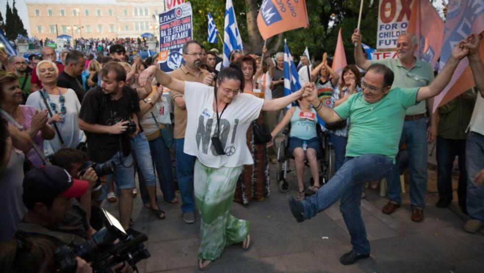 STOLT DANS: Zorbas danser ikke av naiv livsglede, skriver Tove Nilsen. — Han danser fordi han nekter å ha befatning med begrepet kapitulasjon.Foto: Björn Kietzmann/Demotix/Corbis/NTB scanpix