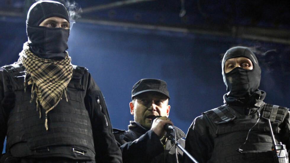UKRAINSKE FASCISTER: Dmytro Jarosj og hans menn. REUTERS/David Mdzinarishvili/Scanpix