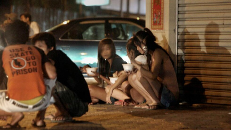 UNDERTRYKKELSER:  FN anslår at det er rundt 40 millioner blir prostituert i verden i dag. -Den store majoriteten av mennesker i prostitusjon er ofre for systematiske undertrykkelser, skriver Kvinnefronten. Bildet er fra Kambodsja. Foto: NTB scanpix