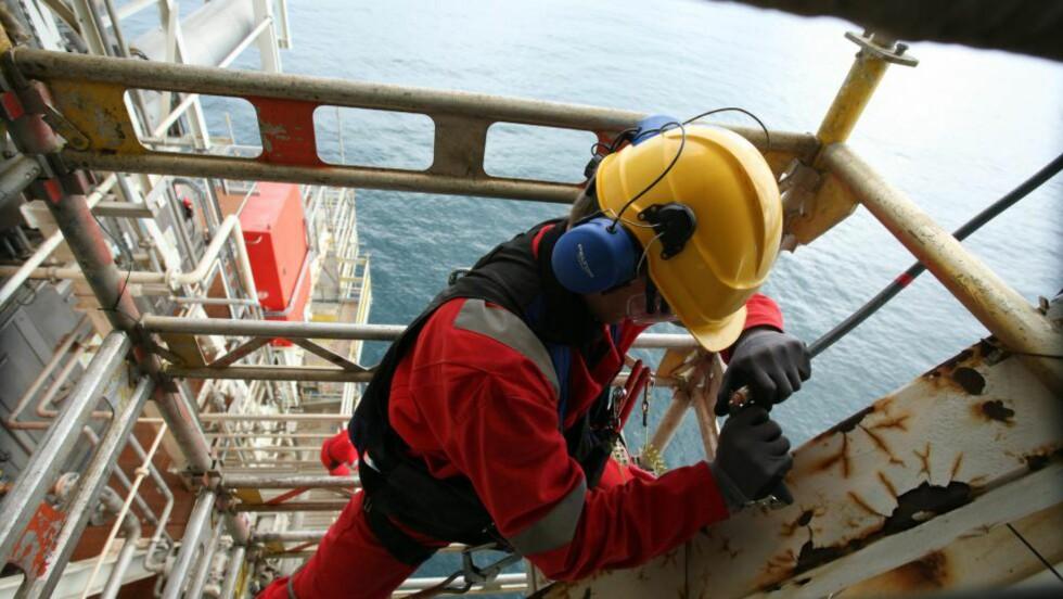 AS Norge: Gjengen i Akersgata kan omstille seg selv, så kan offshore-arbeidere sørge for penger på konto for AS Norge, skriver elektrikker Idar Martin Herland.  Foto: Roger Hardy / Samfoto