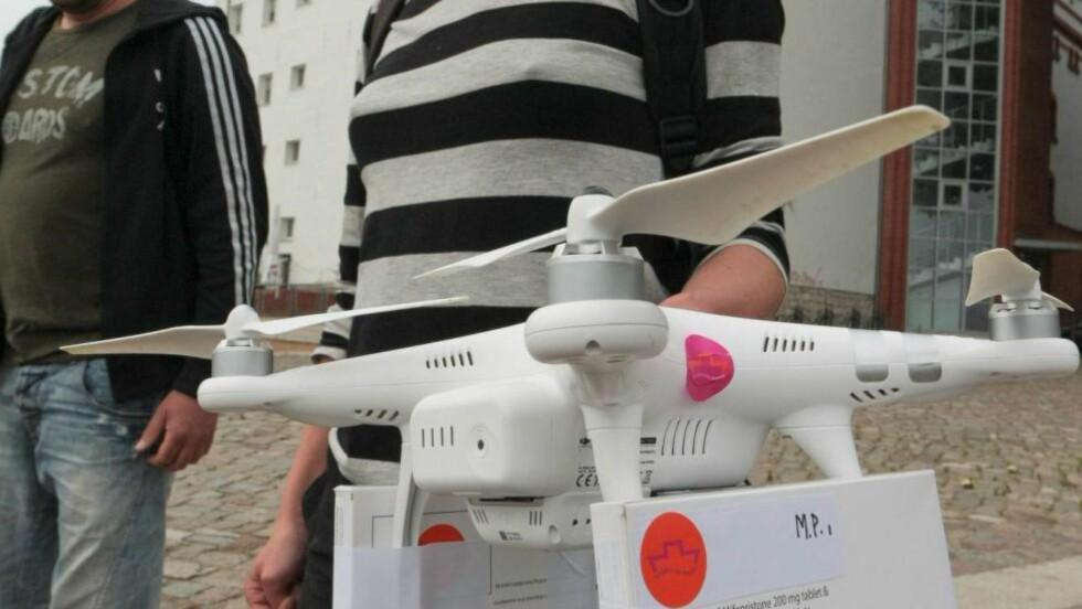 DØDELIG ELLER LIVREDDENDE? Organisasjonen Women on Waves sendte på lørdag ut en drone fra Frankfurt i Tyskland over til Slubice i Polen. Dronen var utstyrt med abortpiller og ble derfor, av konservative, polske politikere, straks døpt om til «dødens droner». Foto: NTB scanpix