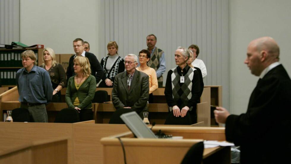 JURYEN:  Juryordning i virksomhet, her fra NOKAS-saken i Gulating lagmannsrett i Stavanger. T.h. advokat Brynjar Meling i vitneboksen.   Foto: ERLING HÆGELAND/DAGBLADET