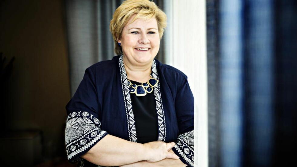 UBALANSERT: Det er forståelig at regjeringen, her ved statsminister Erna Solberg, vil ha en ny tomtefestelov. Men går man ikke her fra en ubalanse til en ny? spør artikkelforfatterne. Foto: Nina Hansen / Dagbladet
