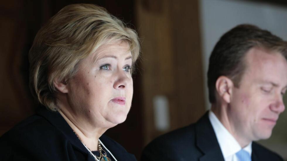 UTEN KONTROLL?  Statsminister Erna Solberg og utenriksminister Børge Brende sier lite om de nye handelsavtalene TISA og TTIP. - Vi er overrasket over hvor lite kontroll politikerne har. - De kan ikke svare på spørsmål, og de nekter å stille i debatt, skriver Petter Slaatrem Titland, leder i Attac. Foto: NTB scanpix