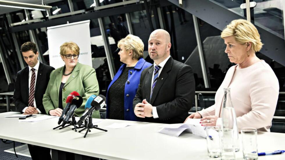 IKKE HELT I BOKS: KrF-leder Knut Arild Hareide og Venstre-leder Trine Skei Grande så ikke akkurat overlykkelige ut over asylbarnløsningen i kveld.  Foto: Nina Hansen / Dagbladet