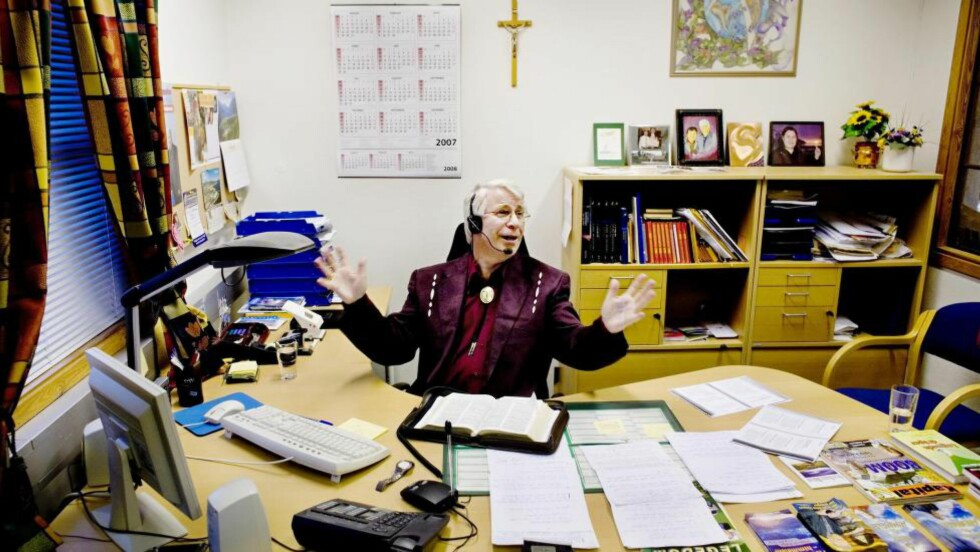 HEALER: «Gud planla at jeg skulle få denne nådegaven, dette åndelige talentet,» sier pastor Svein-Magne Pedersen og lover helbredelse over telefon. Foto: Adrian Øhrn Johansen