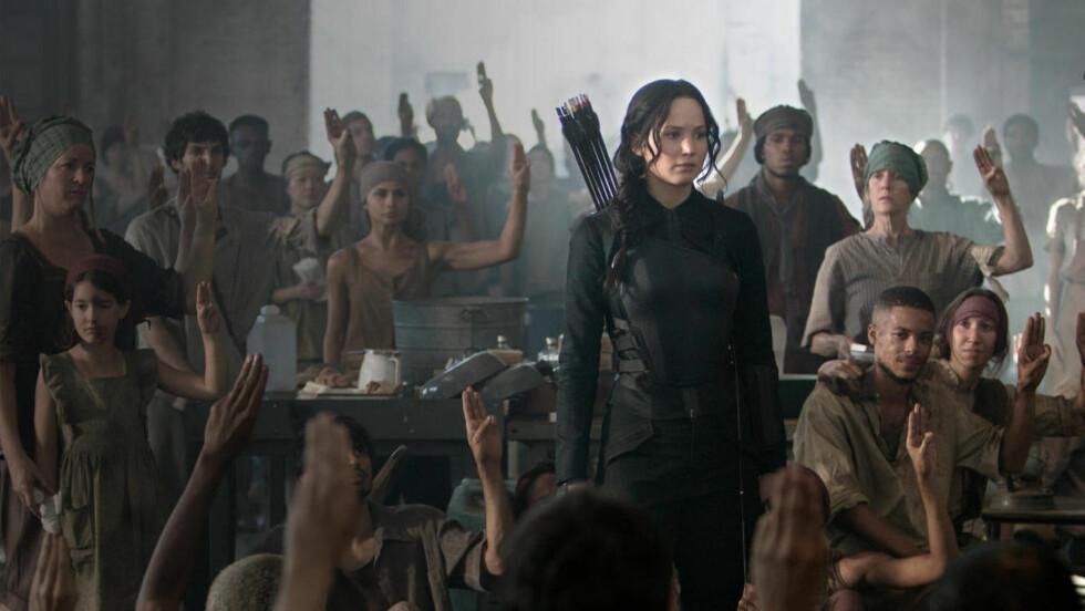 POLITISK BUDSKAP? «Hunger Games», her fra den tredje filmen basert på serien, har gjort dystopiske ungdomsromaner til noe av det mest trendy i internajsonal forlagsbransje. Men hvilket budskap serverer bøkene sine lesere? Foto: FILMWEB