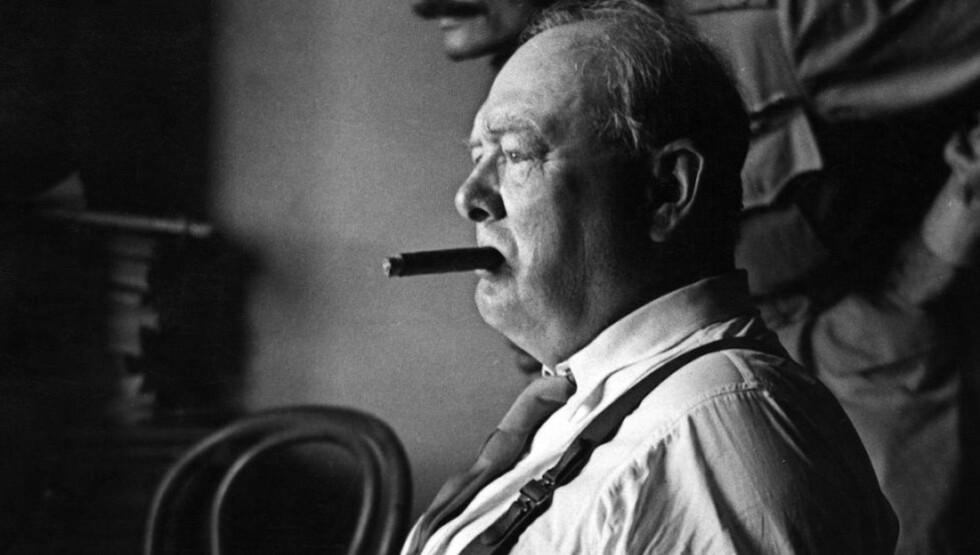 RØYKERE: Røykere er late, dumme og viljesvake. Einstein røkte pipe, Churchill røkte sigarer. Eddison, Graham Bell, Oppenheimer, Freud, J.F. Kennedy, George Orwell, Mark Twain, Roald Dahl og Oscar Wilde var riktig nok også røkere.  AFP PHOTO