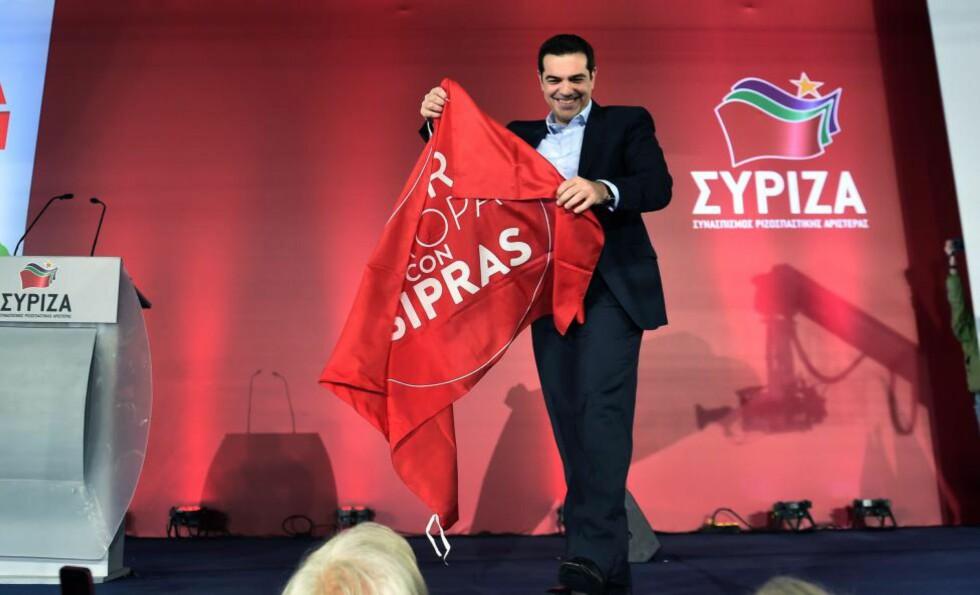 VENDEPUNKT: Lederen av venstreforbundet Syriza, Alexis Tsipras, kan bli neste statsminister i Hellas. Valget er et vendepunkt for landet, uansett utfall, og følges i spenning over hele EU. Foto: AFP / Scanpix / ARIS MESSINIS