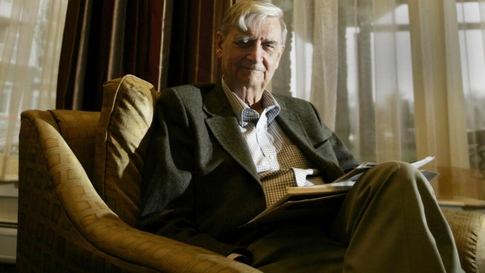 HARVARD-PROFESSOR: I en lettlest og fascinerende liten bok The Meaning of Human Existence, setter sosiobiologiens far, 85 år gamle Edward O. Wilson, seg fore å gi en forklaring på hvorfor vi, tross irrasjonaliteten i dette, likevel gjør som vi gjør, og hvordan vi kan komme oss helskinnet ut av situasjonen vi har satt oss i. Foto: AP / NTB SCANPIX