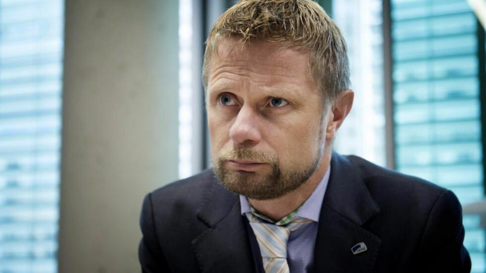 Helse- og omsorgsminister, Bent Høie (H), er ute i hardt vær igjen, men ikke like hardt som det været Nordmøringene nå må gjennom for å komme seg til sykehuset, mener kommentarforfatteren. Foto: Øistein Norum Monsen / DAGBLADET