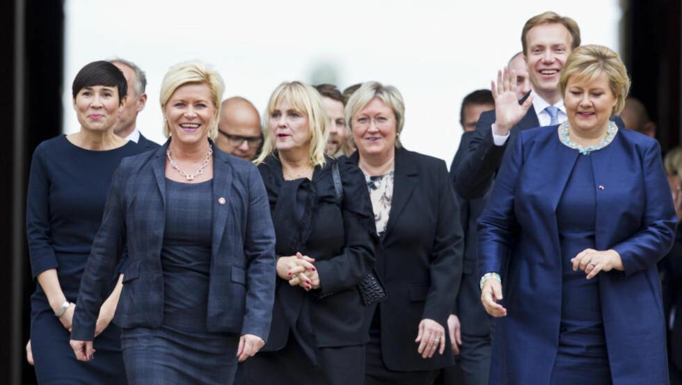 BLÅTT I BLÅTT:  Siv Jensen og Erna Solberg sliter i meningsmålingene etter et år i regjering. En årsak kan være at de har feiltolket velgernes mandat. Foto: Vegard Grøtt / NTB scanpix