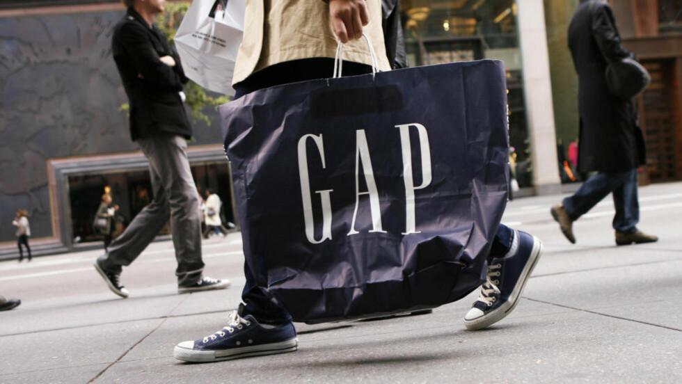 INGEN SUKSESS:  Å være alminnelig i streite klær fra Gap har vært greit, bare ikke når det er blitt moderne. Foto: NTB Scanpix