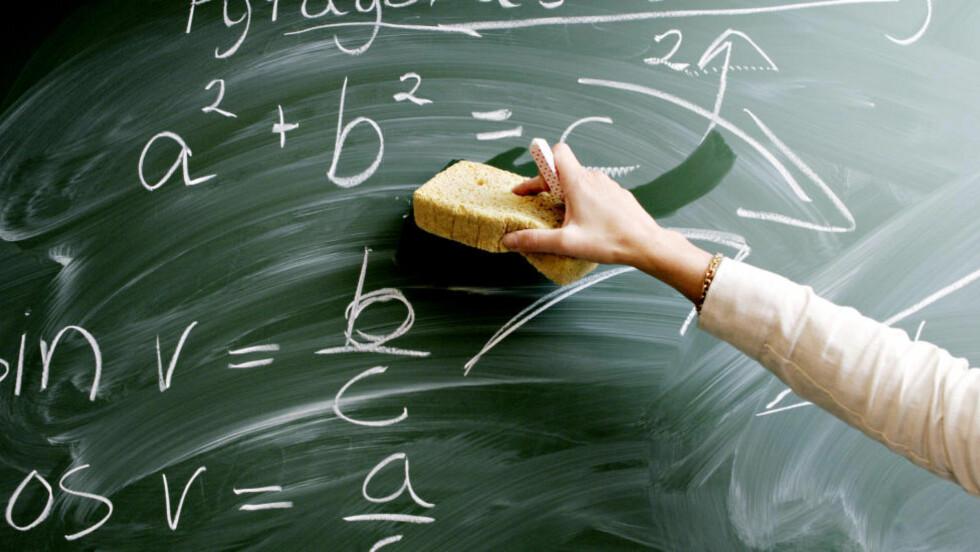 VIKTIGE RESULTATER, FEIL ANVENDELSE: Det er viktig å kartlegge nivået på norske elever. Men jo høyere gevinsten er for å prestere godt på de nasjonale prøvene, jo større blir faren for at målet blir sin egen begrunnelse, og for at forberedelsene til et spesifikt sett med oppgaver tar tid fra undervisning som går mer ut på å gi bakgrunnskunnskaper, innsikt og personlig utvikling. Foto: Bjørn Sigurdsøn / SCANPIX