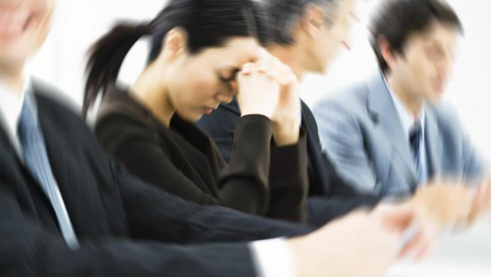 ANGST: Man blir kreativ når man tenker at man ikke vil drite seg ut ved å dø foran kollegaene sine. Noen ganger handler arbeidsdagen om å tenke på unnskyldninger for å dra. Foto: Colorbox