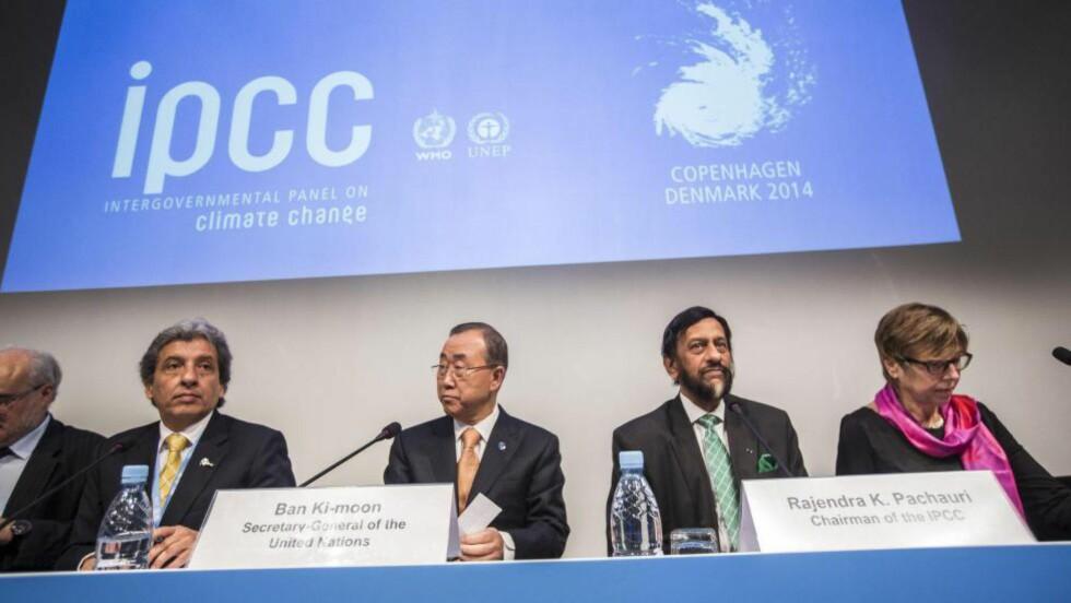 OGSÅ POLITISK: Jeg vil minne om at FNs klimapanel (ifølge deres egen hjemmeside) både er et vitenskapelig og politisk organ, skriver Borge. Generalsekretær i FN Ban Ki-moon, IPCC-sjef Rajendra Pachauri fra konferansen i København 2. november. Foto: Reuters / NTB Scanpix