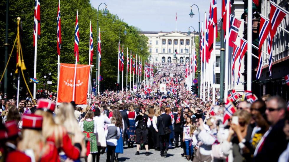 ET GODT LAND:  17. Mai i Oslo i 2014. Folkeliv, tog og fantastisk vær. Foto: Christian Roth Christensen / Dagbladet