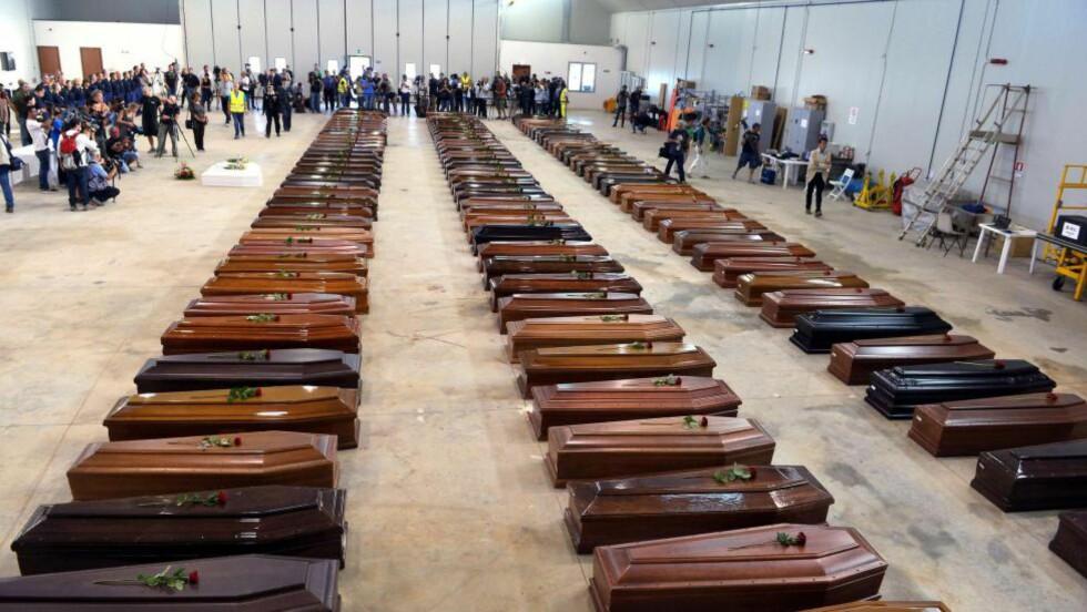 LAMPEDUSA:  Ofrene etter et forlis som drepte 360 flyktninger fra Libya. Bildet fra Lampedusa flyplass 5. Oktober 2013. Foto: Alberto Pizzoli/ AFP /NTB Scanpix