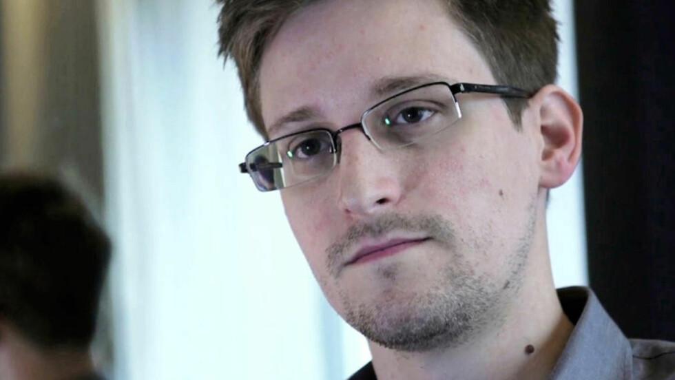 VARSLEREN: Får Edward Snowden Ossietzsky-prisen, opprettet av norsk PEN etter krigen? 13. november er fengslede forfatteres dag. Da utdeles prisen til Snowden, håper PEN-veteranene Bjørn Bjørnsen og Haakon Børde. Foto:The Guardian / NTB Scanpix