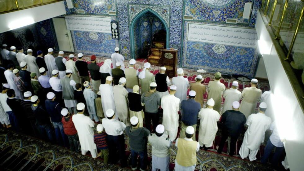 HELHETSTENKNING:  Det er urettmessig å overlate denne oppgaven til imamene - alene. Et vellykket arbeid mot radikalisering fordrer at man innser at norske ungdommer med radikale holdninger er et samfunnsproblem, skriver artikkelforfatterne.  Foto: Torbjørn Grønning