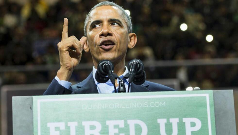 VALGKAMP: President Barack Obama driver valgkamp foran mellomvalgene, her på Chicago State University. Han er ikke like velkommen andre steder. Foto: AFP / NTB Scanpix