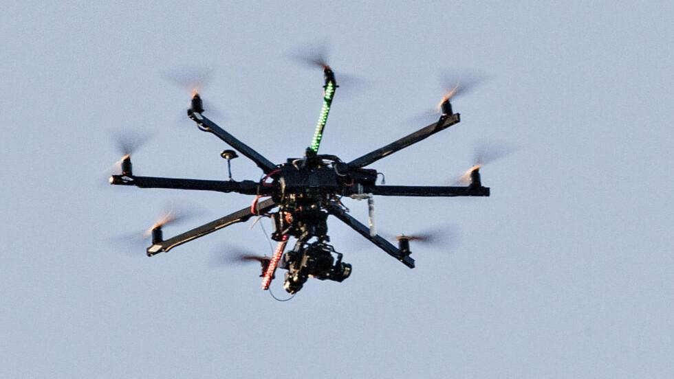 AV DENNE TYPEN: Ok, naboens drone er litt mindre enn denne. Men du skjønner tegninga. Foto: Lars Eivind Bones / Dagbladet