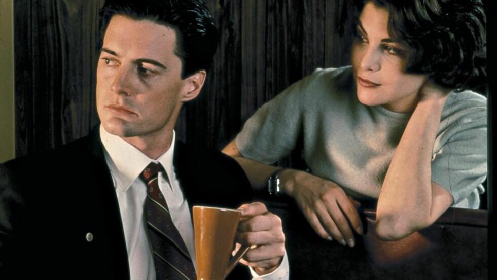 FERNISSET AV UVIRKELIGHET:  Jakten på hvem som drepte Laura Palmer involverte agent Dale Cooper (Kyle MacLachlan) og hotelleierdatteren Audrey Horne (Sherilyn Fenn) i «Twin Peaks». Foto: Stella Pictures