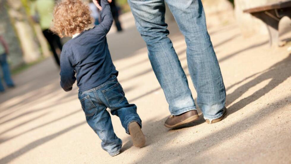 OMSORG: For noen barn er faren den trygge, stabile i en ustabil familie. Men det har ikke alltid vært lett for far å få omsorg, skriver artikkelforfatteren.