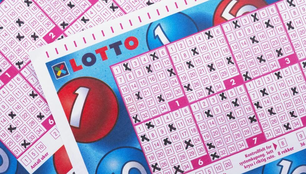 LOTTOFRIST: Klokka 18.00 i kveld er det frist for å levere inn lottokupongen. I dette øyeblikk er Norsk Tippings systemer nede. Foto: © Bård Løken / NN / Samfoto