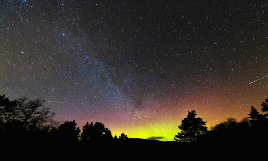 MELKEVEIEN: Bare en tredjedel av verdens befolkning kan se Melkeveien. Lysforurensning gjør at himmelen blir svart. Foto: Kai-Wilhelm Nessler / NN / Samfoto / NTB Scanpix