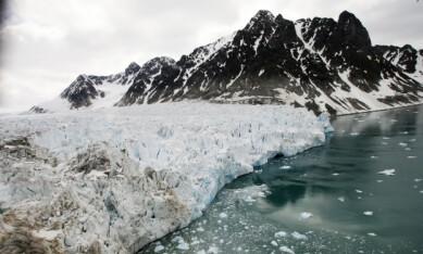 GLOBAL VARMEREKORD: Mai 2016 var den varmeste måneden i moderne historie, og den 13. måneden på rad med ny varmerekord. Her Waggonway-breen i Magdalenefjorden på Svalbard. Illustrasjonsfoto: Erik Johansen / NTB scanpix