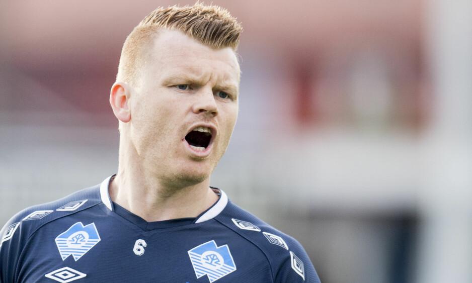TØFF SITUASJON: John Arne Riise liker ikke det han ser av gamleklubben Aalesund. Klubben styrer mot nedrykk, men forsøker desperat å unngå at det skal skje. Foto: Jon Olav Nesvold / NTB scanpix